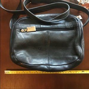 Handbags - Beautiful condition purse.
